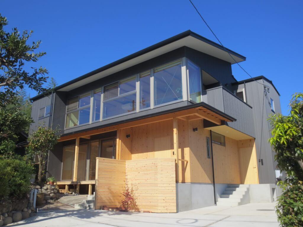 大きな窓が特徴的な二世帯住宅|東海市K邸